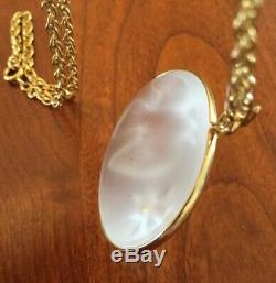 LALIQUE Dove Cameo Pendant Necklace for NINA RICCI. Gold Plated. Excellent